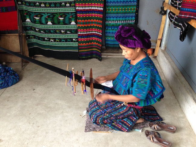 Bughambilia huipil y jaspe maya